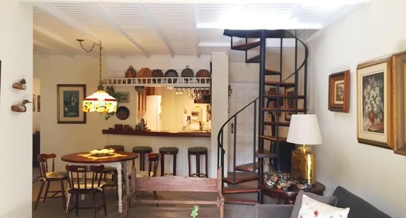 Precisa de espaço mas não quer investir muito! Que tal esse apartamento à venda em Campos do Jordão?